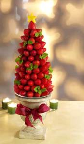 Edible Holiday Decorations- The Berry Tree